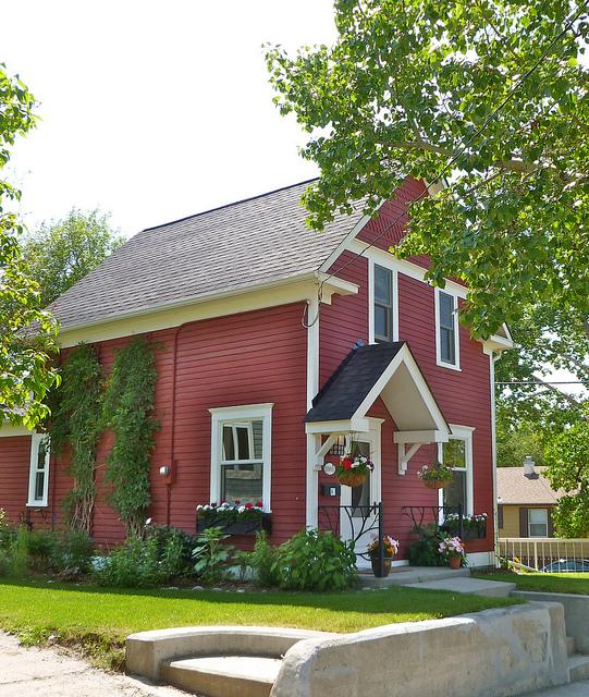 Renfrew Calgary House Rental Downtown